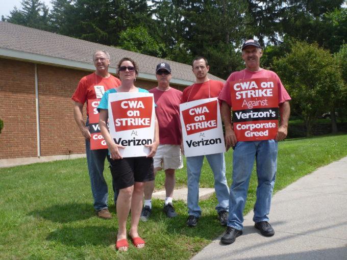 Verizon Union Workers On Strike